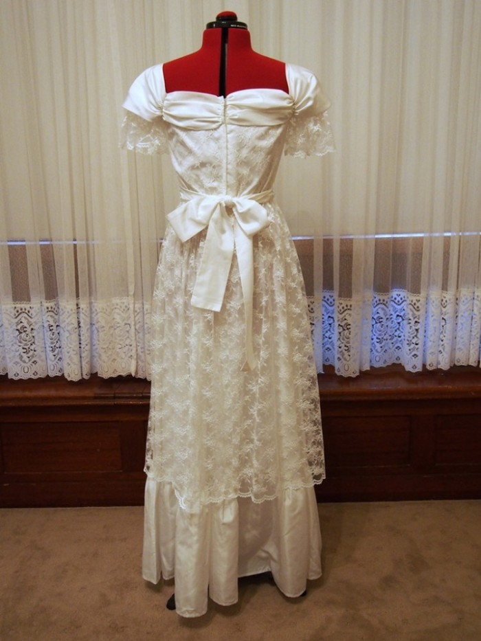 janae vintage wedding dress