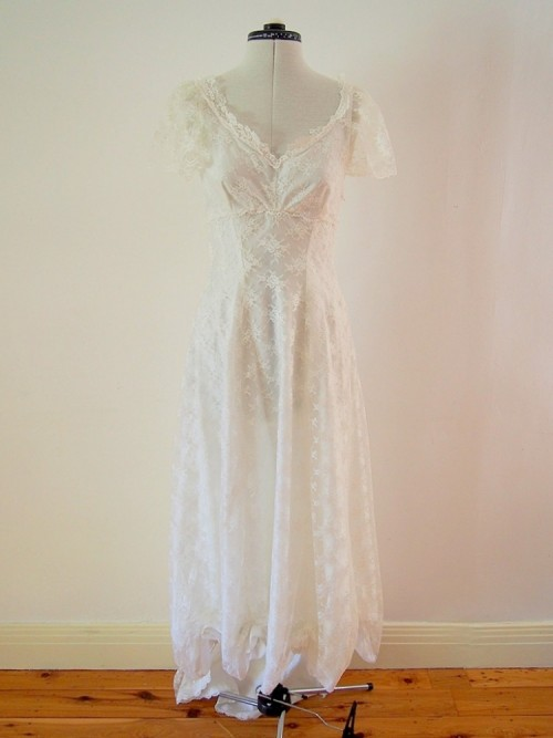 Bella Vintage Wedding Dress